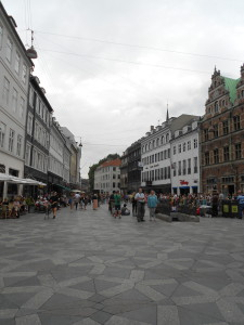 strøget - the shopping area of københavn. had my first street hot dog there. 6 bucks. 30 kroner. wow.