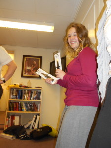 Søster Bartholomew's white elephant gift was two retractable knives and on the back of one it said 'companionship inventory gone wrong'. BAHAHAHAHAHAAHAHHAAH! SO we had a knife fight :) SO GREAT!!!
