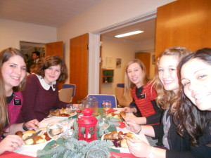 our cute table at Christmas dinner!
